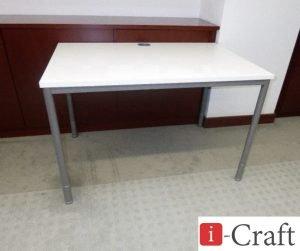 офисный стол на металлической основе